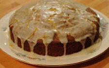 La torta al pompelmo e mandorle per il dessert di fine pasto