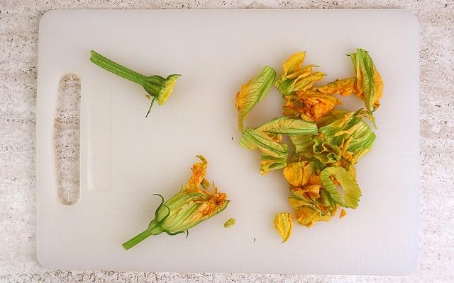 Frittata con fiori di zucca step2