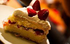 La torta di fragole e ricotta con la ricetta di Anna Moroni