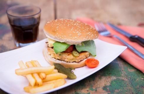Hamburger di salmone con maionese all'aneto