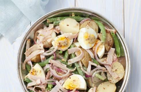 Insalata ricca con uova e fagiolini