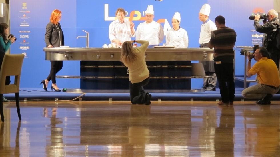 Cosa fanno gli stranieri con la mozzarella - Foto 1