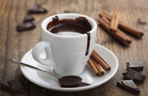 La cioccolata calda della nonna manda tutti in ospedale: era scaduta da 25 anni