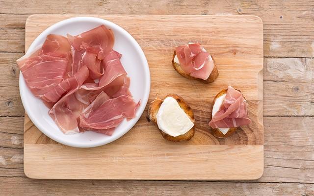 crostini_prosciutto_mozzarella_3