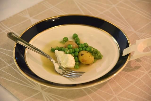 formaggio fatto in casa con crema di piselli freschi