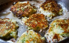 Le frittelle alle zucchine e ricotta con la ricetta veloce
