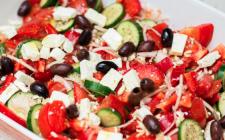 Insalata greca: la ricetta light e sfiziosa