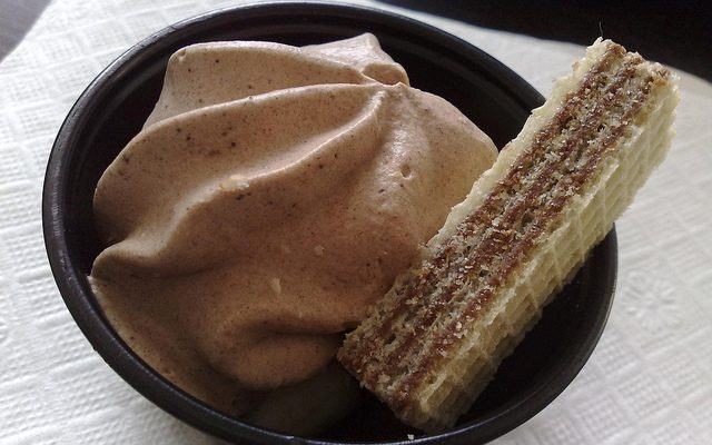 La mousse di ricotta e cioccolato fondente per il dessert di fine pasto