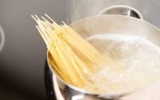 6 modi di riutilizzare l'acqua di cottura