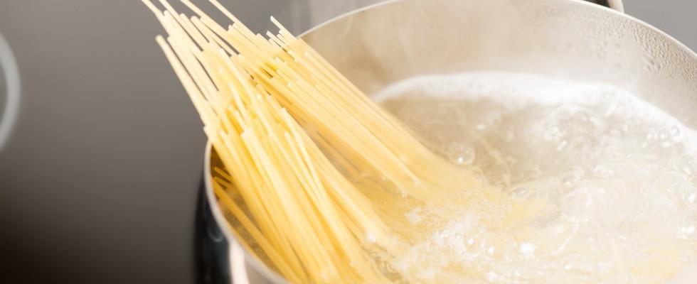 6 modi per non sprecare l'acqua di cottura della pasta