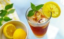 10 idee per il tè freddo aromatizzato