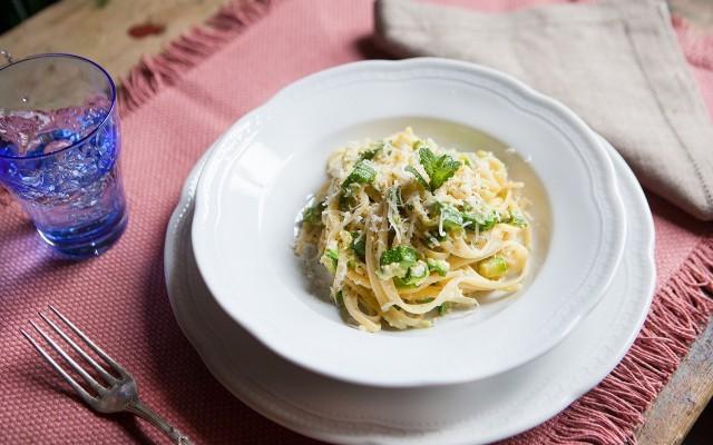 Carbonara con zucchinestill life 2