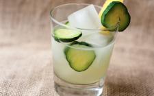 Te verde freddo alla menta e cetriolo: la ricetta per una bevanda estiva e dissetante