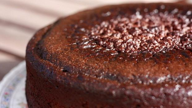 Ecco la torta al cioccolato e arancia senza uova