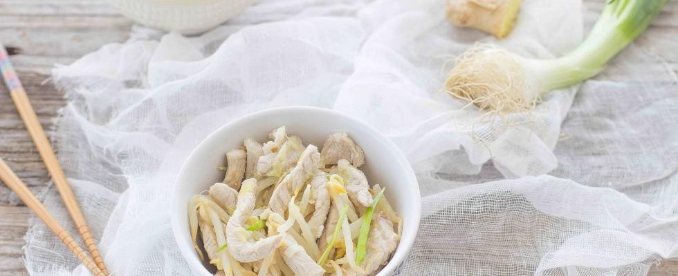 Maiale con germogli di soia: fresco e saporito