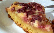 La crostata alle ciliegie e mandorle perfetta per il dessert di fine pasto