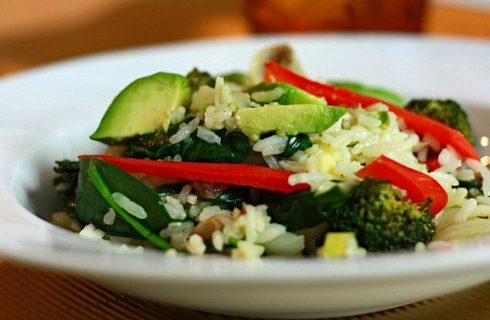 Come preparare l'insalata di riso con la ricetta vegan