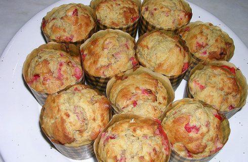 I muffin alle fragole e panna per una merenda golosa
