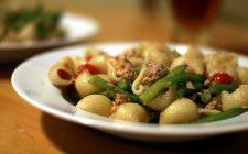 La pasta fredda con verdure e tonno con la ricetta facile