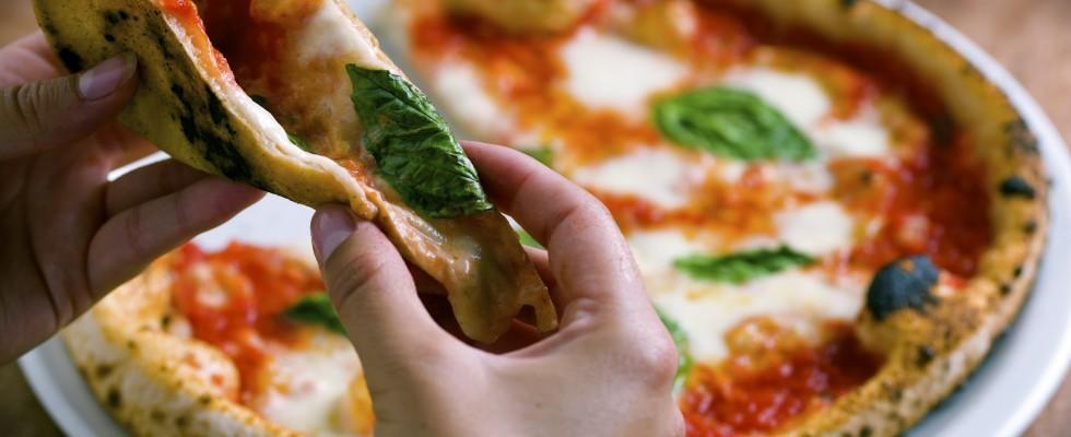 Pizza napoletana nel forno elettrico: è polemica