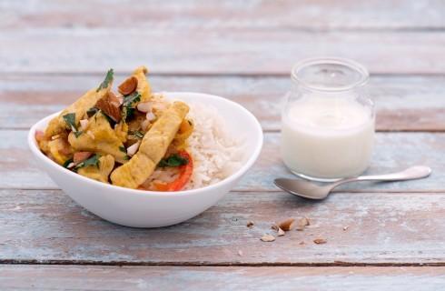 Pollo con mango e cocco con yogurt