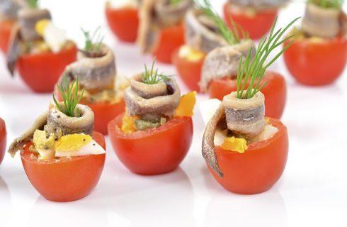 I pomodorini pachino ripieni da fare per un pranzo finger food