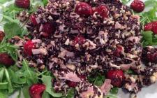 Riso venere ciliegie rucola e formaggio: la ricetta di Anna Moroni