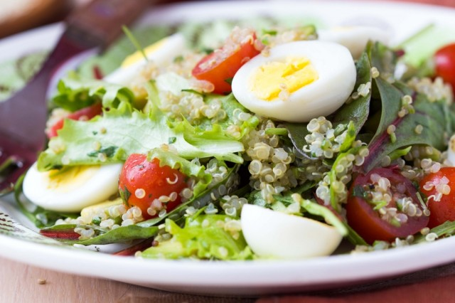 insalata di uova e verdure