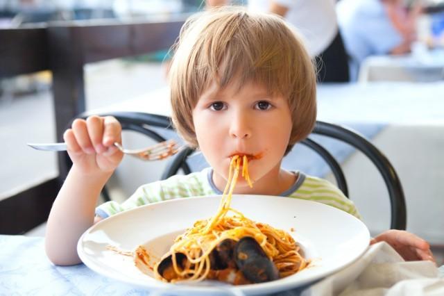 bambino al ristorante