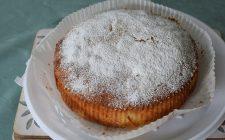 La torta alle albicocche secche e noci perfetta per la colazione
