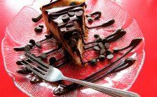 La torta fredda al cioccolato e panna perfetta per il dessert di fine pasto
