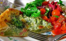 La torta salata con broccoli e prosciutto cotto con la ricetta facile