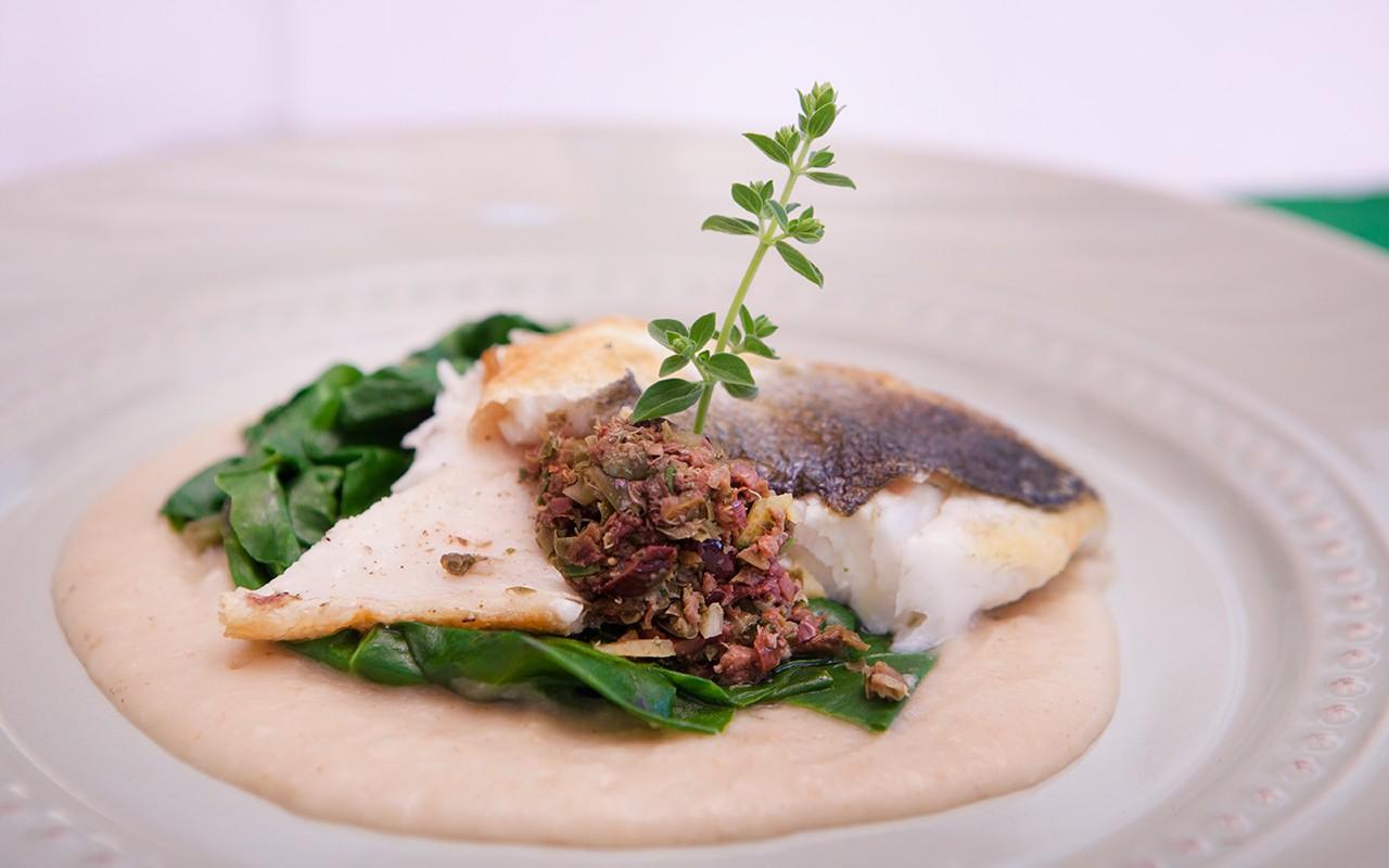 Disegno cucinare filetti di branzino : Ricetta Orata con salsa di grissini, capperi e olive | Agrodolce