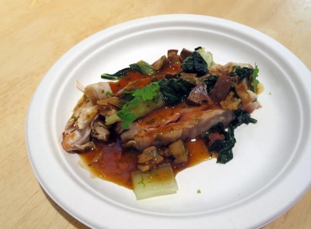 2 coniglio con cavolo cinese, salsa di fegatini e ostriche