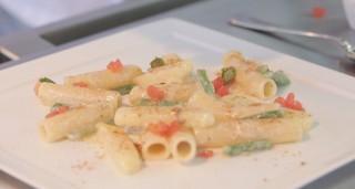 Candele spezzate, cacio e pepe, patate, fagiolini e bottarga