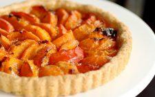 La crostata alle albicocche e amaretti con la ricetta semplice