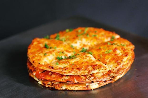 layered chicken pizza