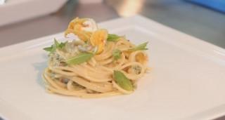 Spaghetti alle zucchine in fiore, formaggi e menta