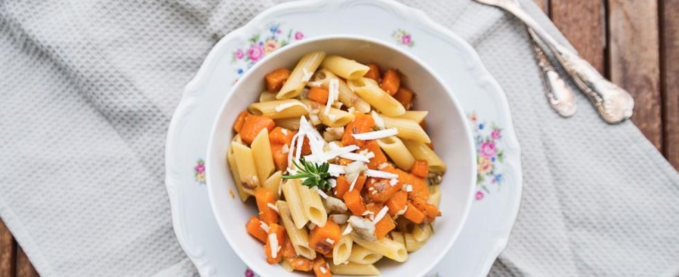 Penne con ombrina, zucca e formaggio salato