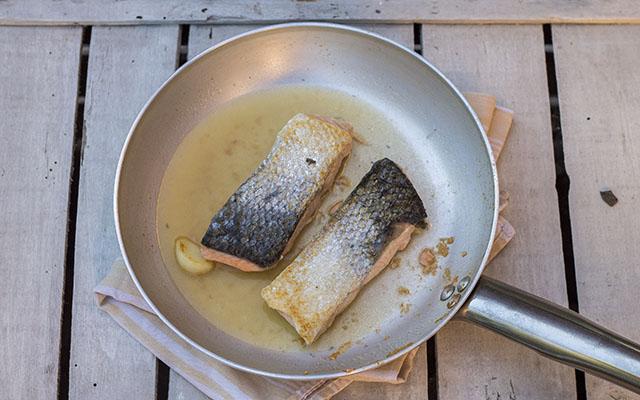 salmone in padella step3