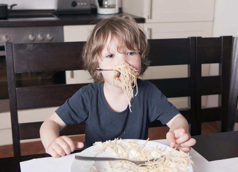 18 cattive abitudini a tavola che quasi tutti abbiamo - A tavola con guy ricette ...
