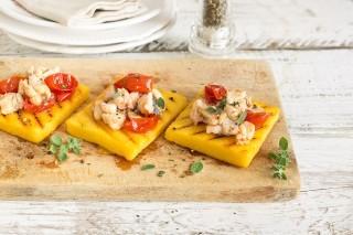 Crostini di polenta con orata