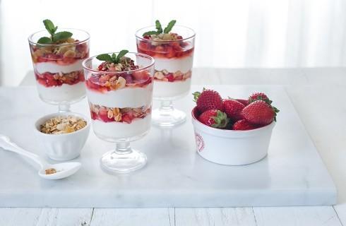 Parfait alla frutta con yogurt greco