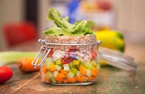 Vegana: insalata di farro in barattolo