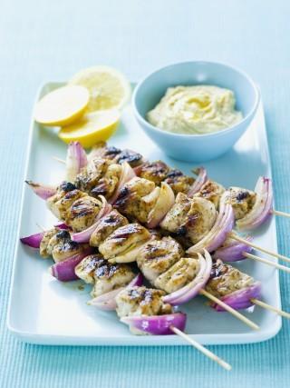 Kebab di pollo con cipolla rossa