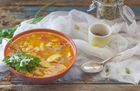 Zuppa di pollo indiana: speziata