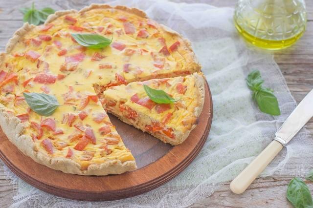 Still life 3 torta salata ai peperoni