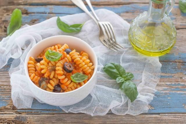 Still life pasta con crema di peperoni