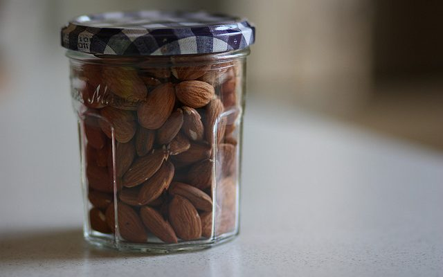 Come fare il pralinato alle mandorle e la base semicroccante ai cereali per le preparazioni di base