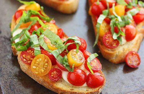 Come fare le bruschette al pomodoro in 5 ricette sfiziose